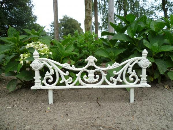 Handgefertiger Gartenzaun aus Volleisen
