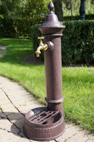 Wassersäule , Wasserstelle , Wasserhahn , Gartenbrunnen,Brunnen