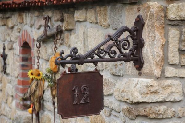 Schild mit Wandhalter